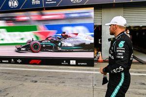 Pole man Valtteri Bottas, Mercedes, nel Parc Ferme Ferme dopo le qualifiche