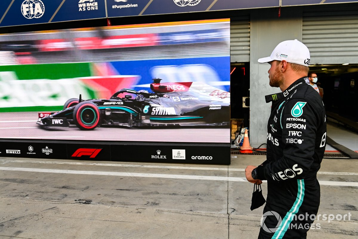 Ganador del primer puesto Valtteri Bottas, Mercedes en Parc Ferme