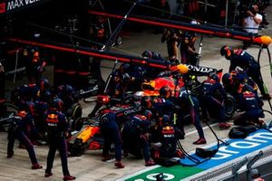Max Verstappen, Red Bull Racing RB16B, makes a stop