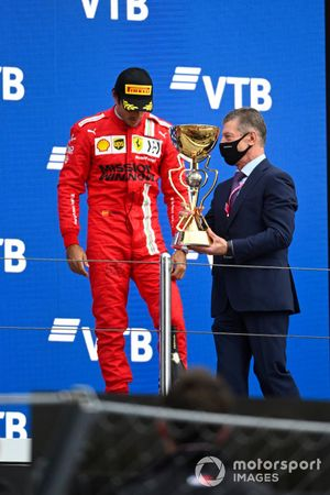 Carlos Sainz Jr., Ferrari, 3rd position, receives his trophy