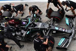 Lewis Hamilton, Mercedes W12, makes a pitstop