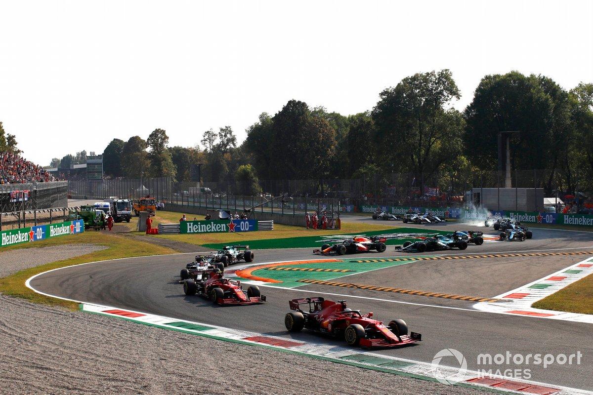 Charles Leclerc, Ferrari SF21, Carlos Sainz Jr., Ferrari SF21, Antonio Giovinazzi, Alfa Romeo Racing C41