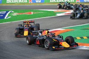 Liam Lawson, Hitech Grand Prix, leidt voor Jehan Daruvala, Carlin