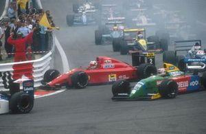 Nigel Mansell, Ferrari 641 colpito da dietro da Nelson Piquet, Benetton B190 Ford