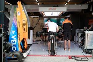 Daniel Ricciardo, McLaren MCL35M garage