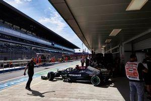 Lewis Hamilton, Mercedes W12, verlaat de garage