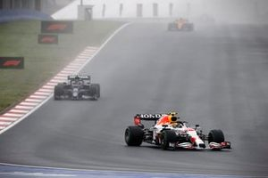 Sergio Perez, Red Bull Racing RB16B, Pierre Gasly, AlphaTauri AT02