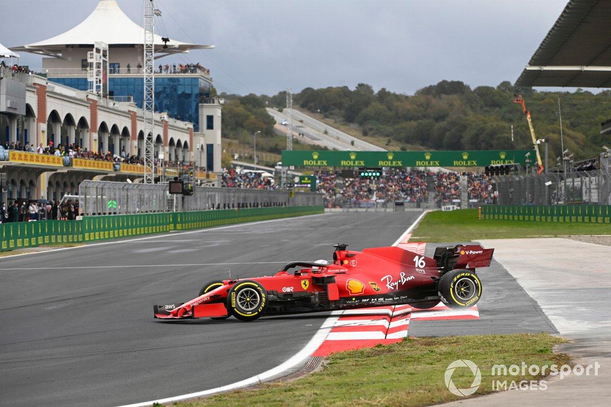 Charles Leclerc, Ferrari SF21, hace un trompo