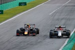 Alex Albon, Red Bull Racing RB15, battles with Antonio Giovinazzi, Alfa Romeo Racing C38