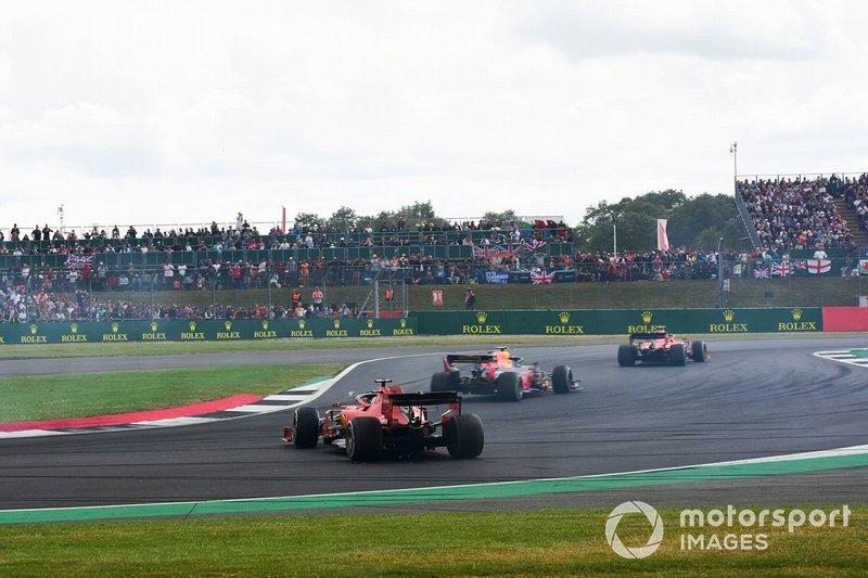Sebastian Vettel, Ferrari SF90 choca por detrás a Max Verstappen, Red Bull Racing RB15