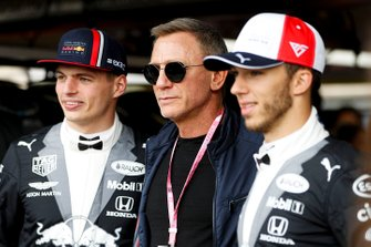 Max Verstappen, Red Bull Racing, acteur Daniel Craig, en Pierre Gasly, Red Bull Racing