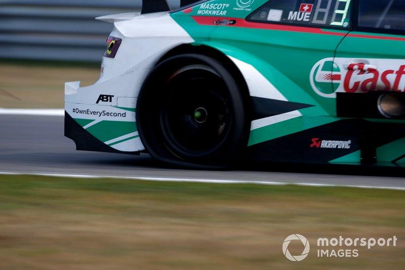 Pneu à plat pour Nico Müller, Audi Sport Team Abt Sportsline, Audi RS 5 DTM