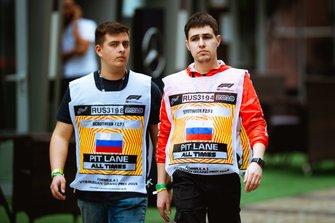Максим Чернев и Егор Санин - маршалы в паддоке