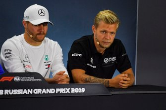 Valtteri Bottas, Mercedes AMG F1, and Kevin Magnussen, Haas F1 Team