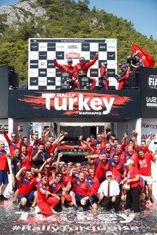 Podium: Sébastien Ogier, Julien Ingrassia, Citroën World Rally Team Citroen C3 WRC et Esapekka Lappi, Janne Ferm, Citroën World Rally Team Citroen C3 WRC