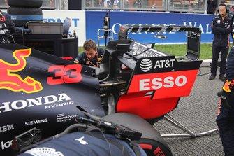 Max Verstappen, Red Bull Racing RB15 achtervleugel detail