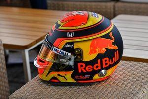 The crash helmet of Alexander Albon, Red Bull