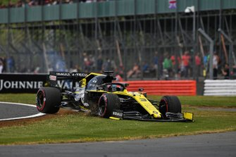 Daniel Ricciardo, Renault F1 Team R.S.19, passe dans l'herbe