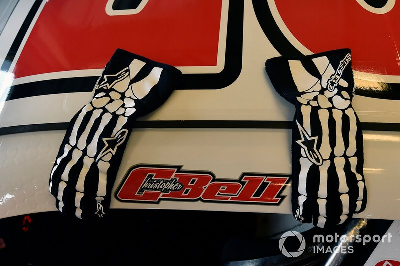 Christopher Bell, Joe Gibbs Racing, Toyota Supra Ruud gloves