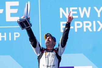 Race winner Sébastien Buemi, Nissan e.Dams celebrates on the podium