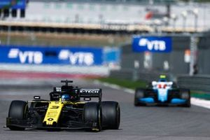 Daniel Ricciardo, Renault F1 Team R.S.19, Robert Kubica, Williams FW42