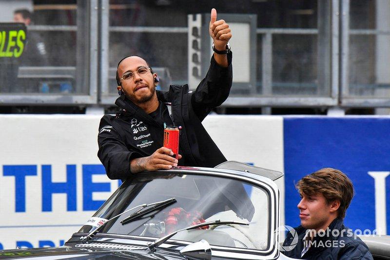 Lewis Hamilton, Mercedes AMG F1, alla parata dei piloti