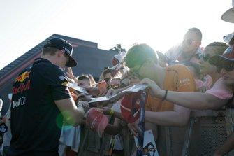 Max Verstappen, Red Bull Racing met een fan