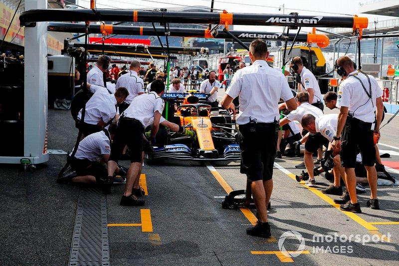 Essais d'arrêt au stand chez McLaren