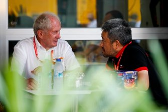Helmut Marko, Consultant, Red Bull Racing and Masashi Yamamoto, General Manager, Honda Motorsport