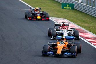 Lando Norris, McLaren MCL34, devant Kimi Raikkonen, Alfa Romeo Racing C38, et Pierre Gasly, Red Bull Racing RB15