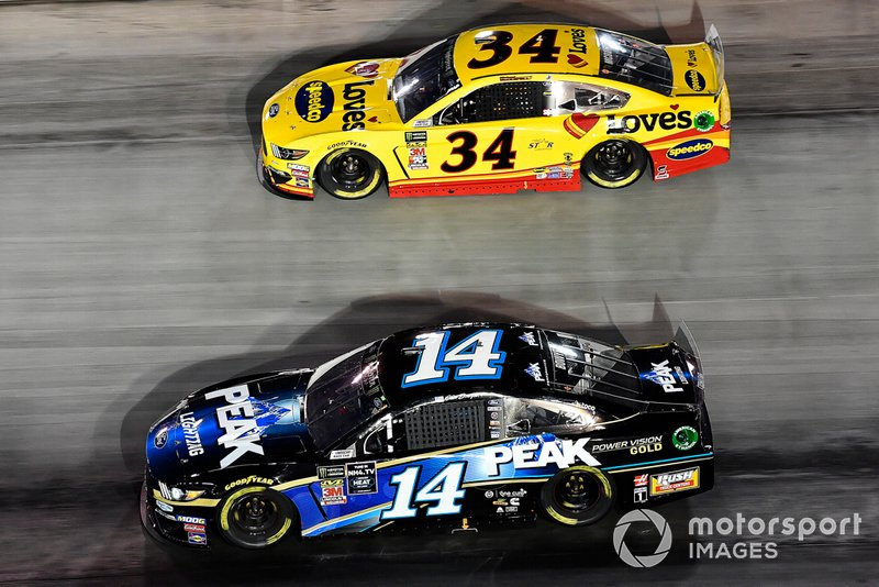 Clint Bowyer, Stewart-Haas Racing, Ford Mustang Peak Lighting and Michael McDowell, Front Row Motorsports, Ford Mustang Love's Travel Stops