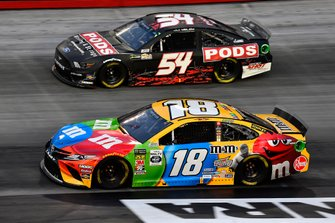 Kyle Busch, Joe Gibbs Racing, Toyota Camry M&M's and JJ Yeley, Rick Ware, Ford Mustang SLAYER