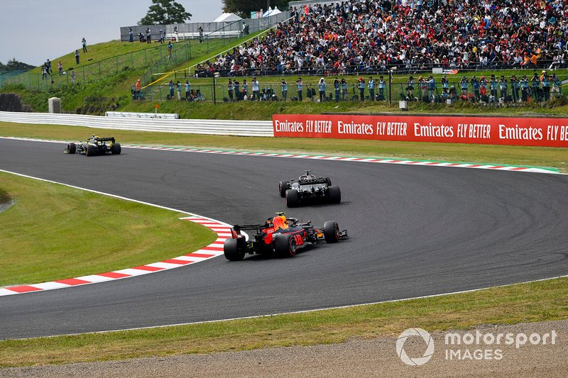 Nico Hulkenberg, Renault F1 Team R.S. 19, leads Romain Grosjean, Haas F1 Team VF-19, and Alex Albon, Red Bull RB15