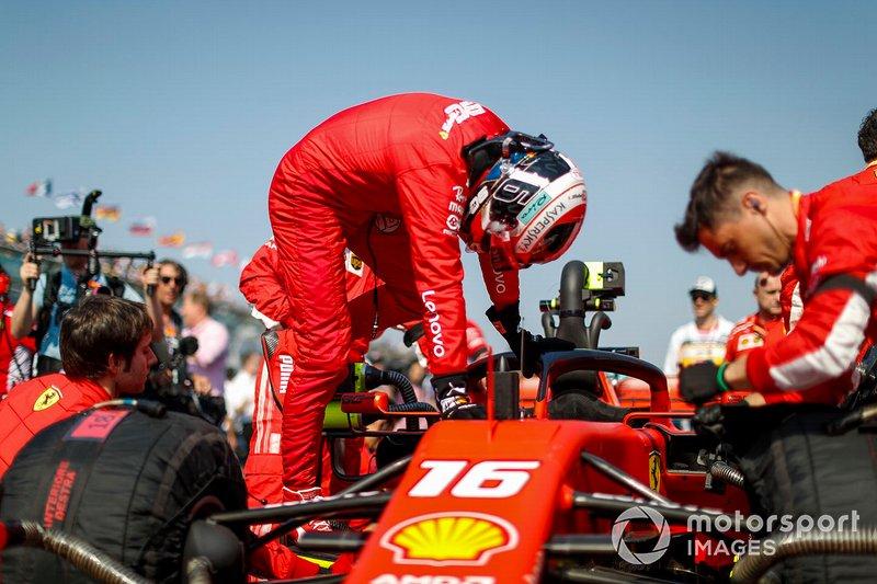 Charles Leclerc, Ferrari, arriva in griglia di partenza