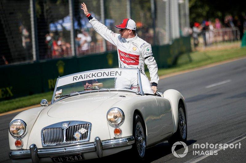 Kimi Raikkonen, Alfa Romeo Racing C38, durante la drivers parade