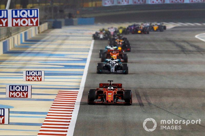 Sebastian Vettel, Ferrari SF90 yValtteri Bottas, Mercedes AMG W10