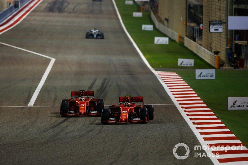 Charles Leclerc, Ferrari SF90, lotta con Sebastian Vettel, Ferrari SF90, per la testa della gara
