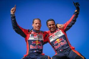Победители гонки в категории SSV (также известна как S&S) Нассер Аль-Аттия и Маттьё Бомель, выступавшие на мотовездеходе Can-Am