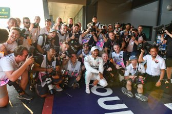 Pole Sitter Lewis Hamilton, Mercedes AMG F1 celebrates with the media