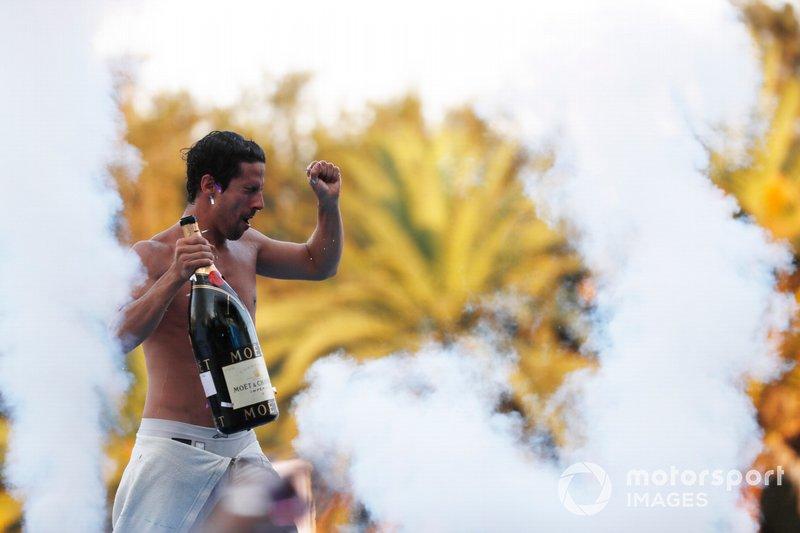 Lucas Di Grassi, Audi Sport ABT Schaeffler, festeggia sul podio dopo aver vinto la gara