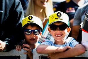 Young Renault fans