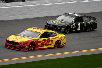 Joey Logano, Team Penske, Ford Mustang Shell Pennzoil and Kurt Busch, Chip Ganassi Racing, Chevrolet Camaro Monster Energy