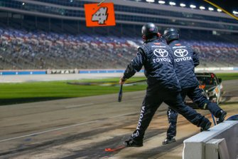 Todd Gilliland, Kyle Busch Motorsports, Toyota Tundra JBL/SiriusXM pit stop