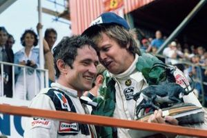 Podium: race winnaar Ronnie Peterson, Lotus, tweede Patrick Depailler, Tyrrell