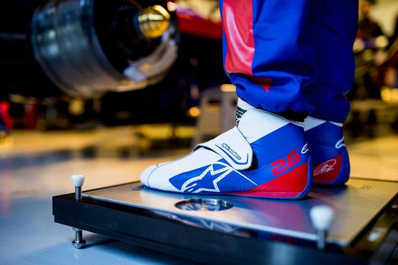 Гоночные ботинки Даниила Квята, Scuderia Toro Rosso