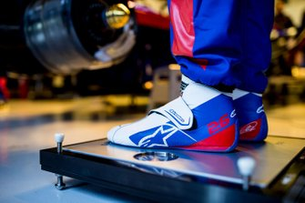 Detalle de los botines de Daniil Kvyat, Scuderia Toro Rosso