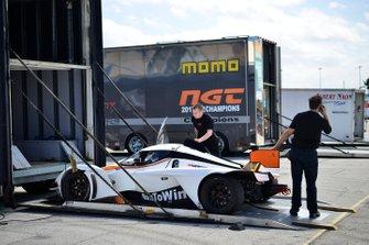 Crews unload the Praga R1 of SCC Autosport