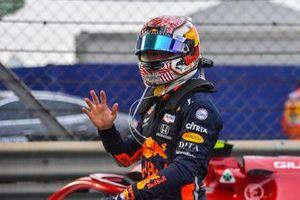 Pierre Gasly, Red Bull Racing, dans le Parc Fermé après la course