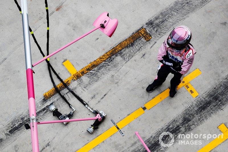 L'équipe Racing Point dans les stands