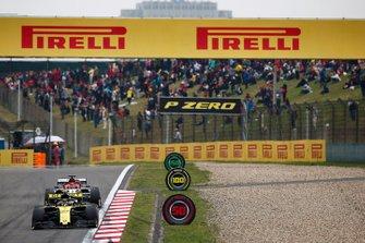 Nico Hulkenberg, Renault F1 Team R.S. 19, Kimi Raikkonen, Alfa Romeo Racing C38